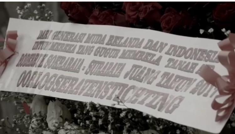 Tabur Bunga Mawar Merah dan Putih Oleh Warga Belanda Pada Makam-makam Pahlawan Tak Dikenal Tabur Bunga ini diadakan oleh komunitas Roodebrug Soerabaia